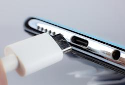 Europe may require all phone manufacturers to use USB-C charging