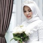 Grieving Lion Air bride takes heartbreaking wedding photos alone