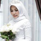 Grieving Lion Air bride takes heartbreaking wedding photos alone