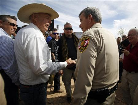 Rancher Cliven Bundy (2nd L) greets Clark County Sheriff Douglas Gillespie in Bunkerville, Nevada, April 12, 2014. Gillespie announced the Bureau of Land Management (BLM) was ceasing its cattle roundup operation. REUTERS/Jim Urquhart