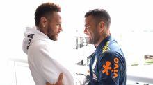 Dani Alves defende Neymar: 'Não há espaços para pessoas que proclamam ódio ou racismo'