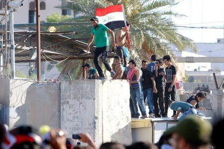 Anti-government protesters storm Baghdad's Green Zone in Iraq May 20, 2016. REUTERS/Khalid al Mousily