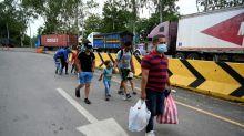 Migrantes hondureños avanzan por Guatemala, pero algunos regresan ante posible expulsión