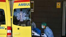 Espanha volta a confinar 200.000 pessoas e África do Sul retoma toque de recolher