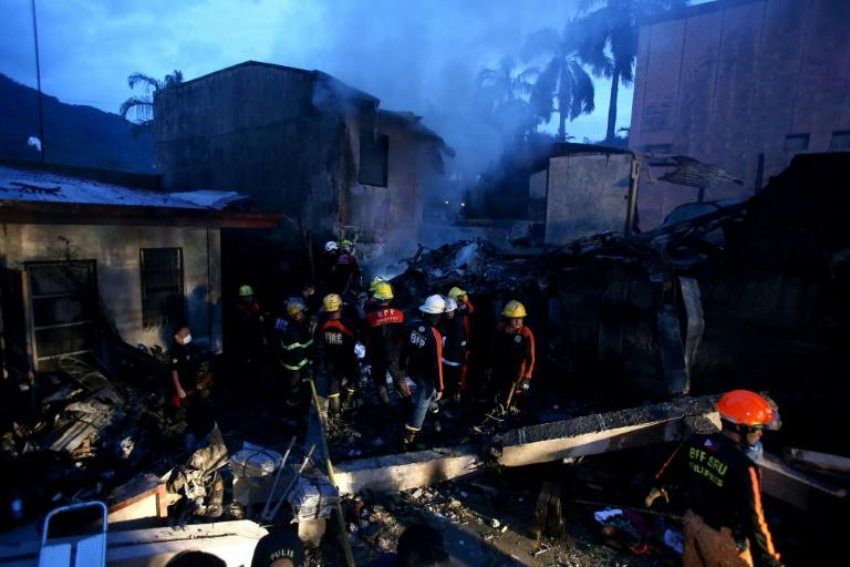 Seven people killed in crash of light aircraft in the Philippines