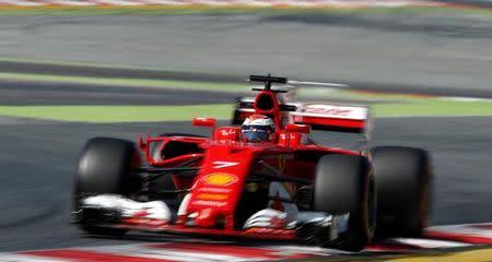 Raikkonen durante teste da F1 em Barcelona