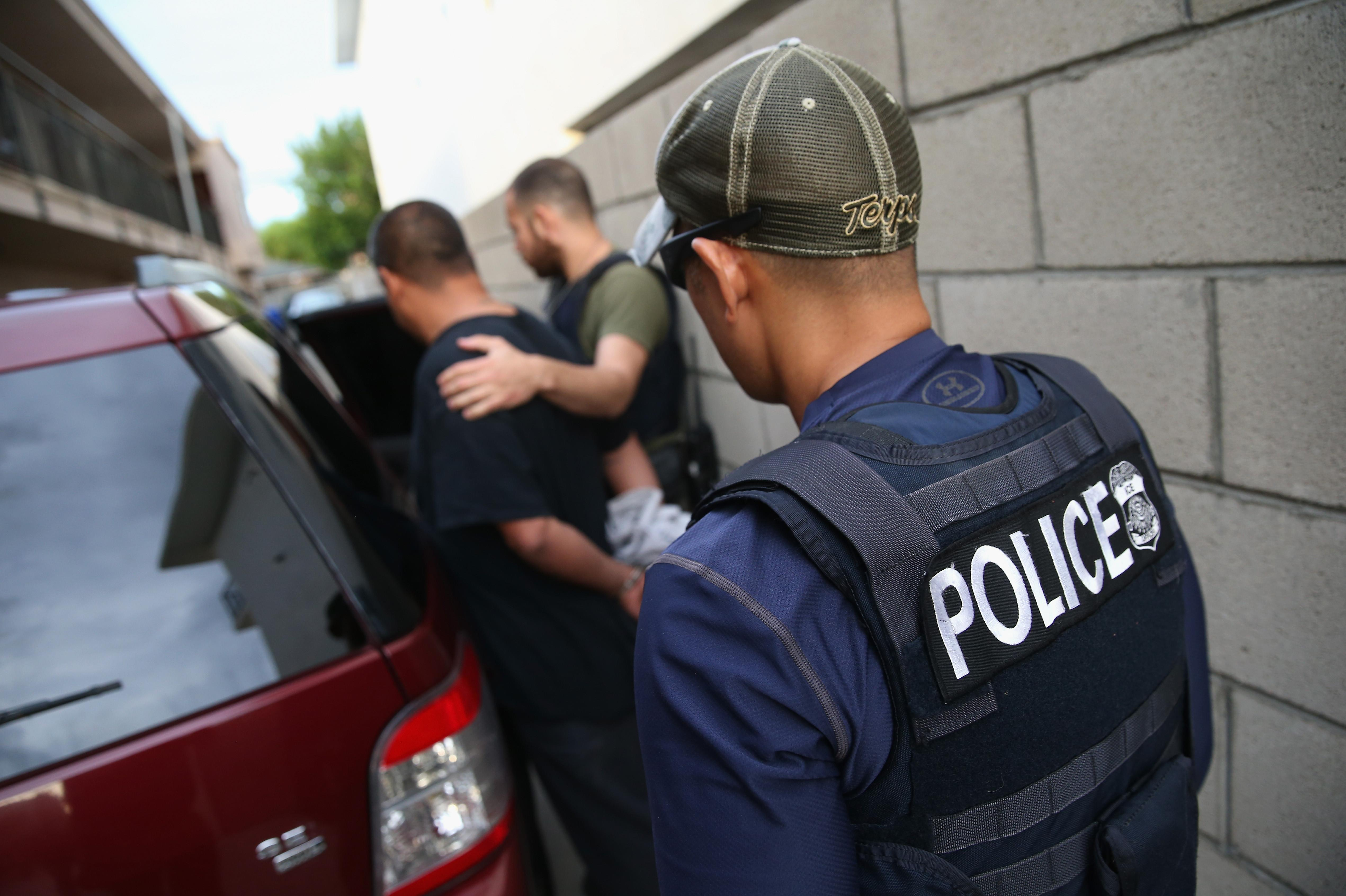 Agent Fake fake ice agent who performed 'fugitive apprehension' said he