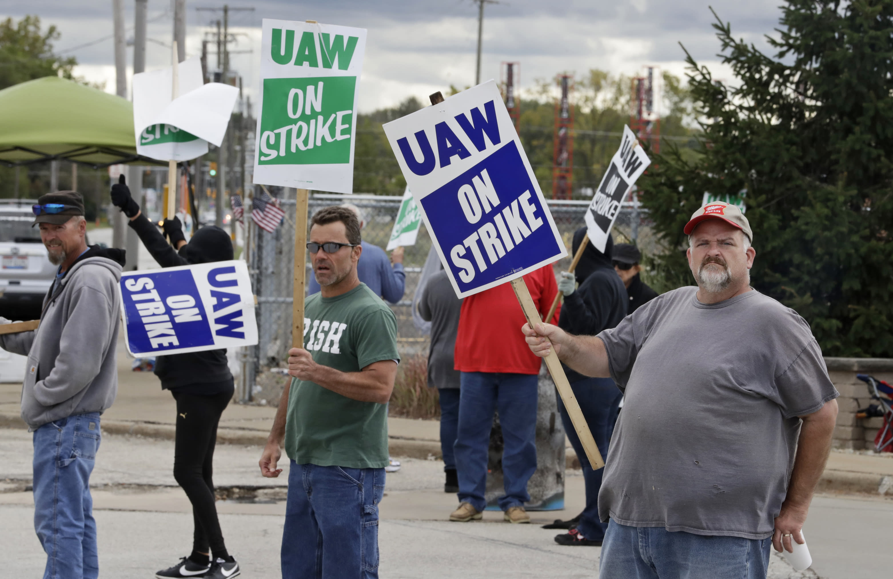 UAW talks take turn for worse; settlement not near