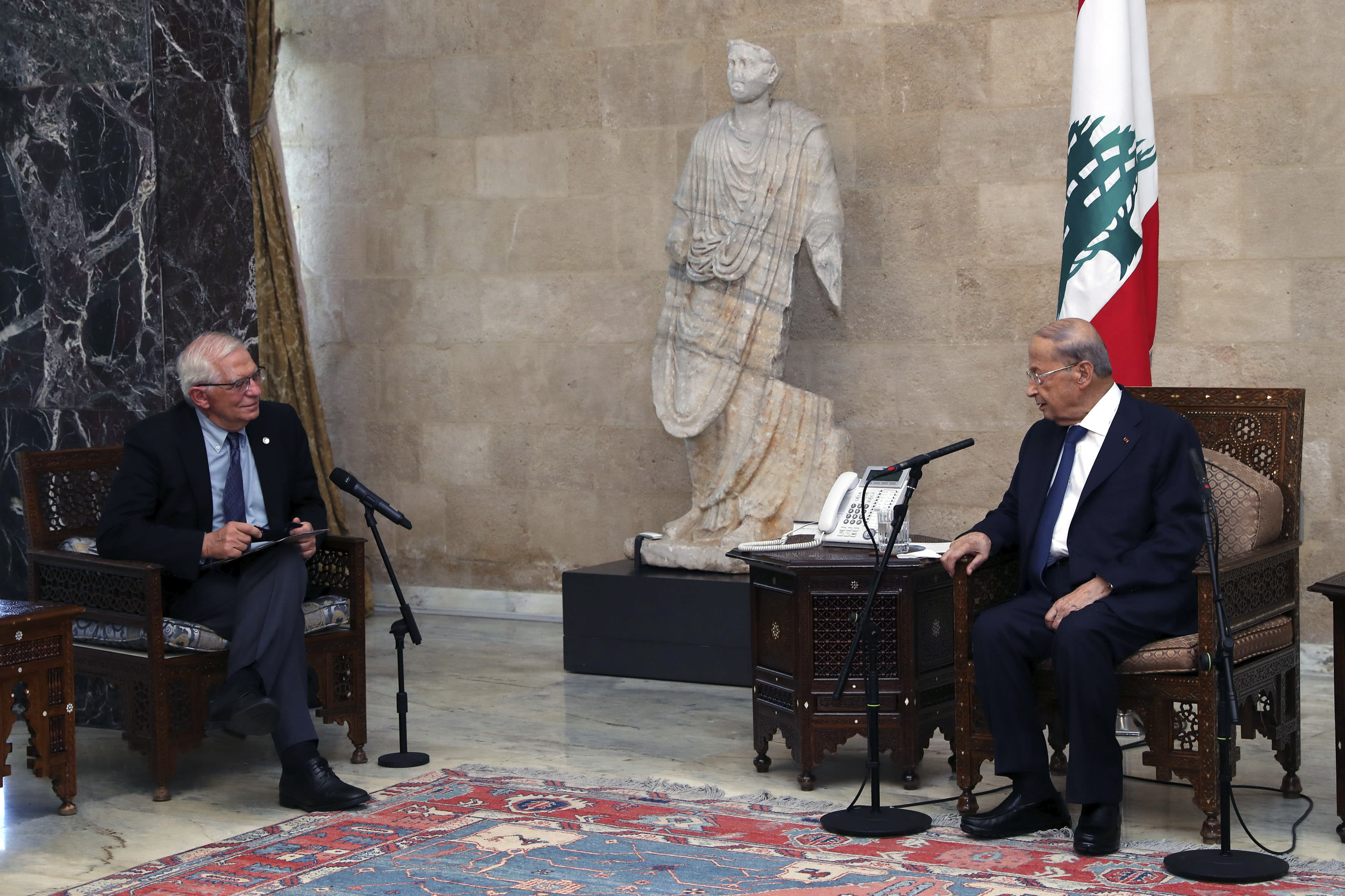 EU threatens Lebanese politicians with sanctions over crisis