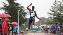 Athlé - Pierre-Bénite - Hugues-Fabrice Zango vainqueur en 17,11m à Pierre-Bénite sous la pluie