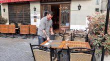 """Déconfinement : """"Franchement, on l'attendait beaucoup"""", savourent les Suisses qui retrouvent le plaisir de déjeuner en terrasse"""