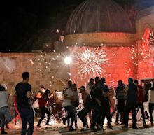 At least 200 Palestinians injured after clashes with police at East Jerusalem mosque