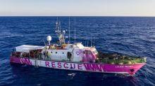 """Quatre choses à savoir sur le bateau """"Louise Michel"""" de Banksy, en difficulté après avoir secouru plus de 200 migrants en Méditerranée"""