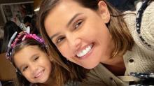 Filha de Deborah Secco quer usar quatro vestidos no aniversário