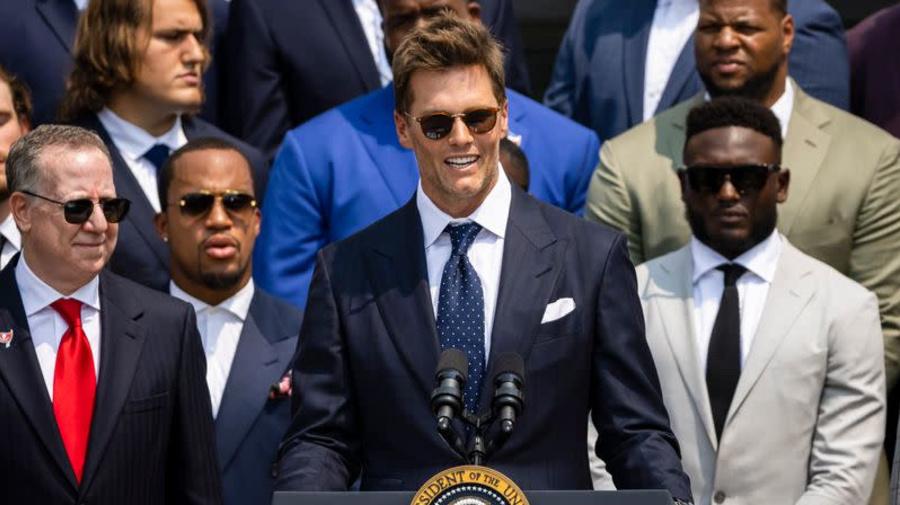 Tom Brady brinca com Biden na Casa Branca sobre acusações falsas de fraude eleitoral de Trump