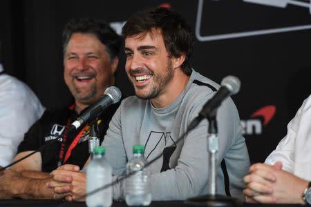 Fernando Alonso fala durante coletiva de imprensa
