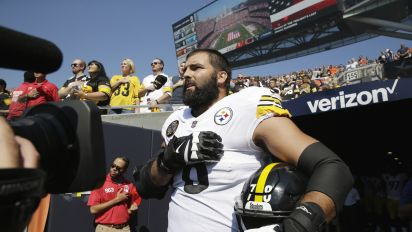 Army veteran doesn't take part in Steelers' protest