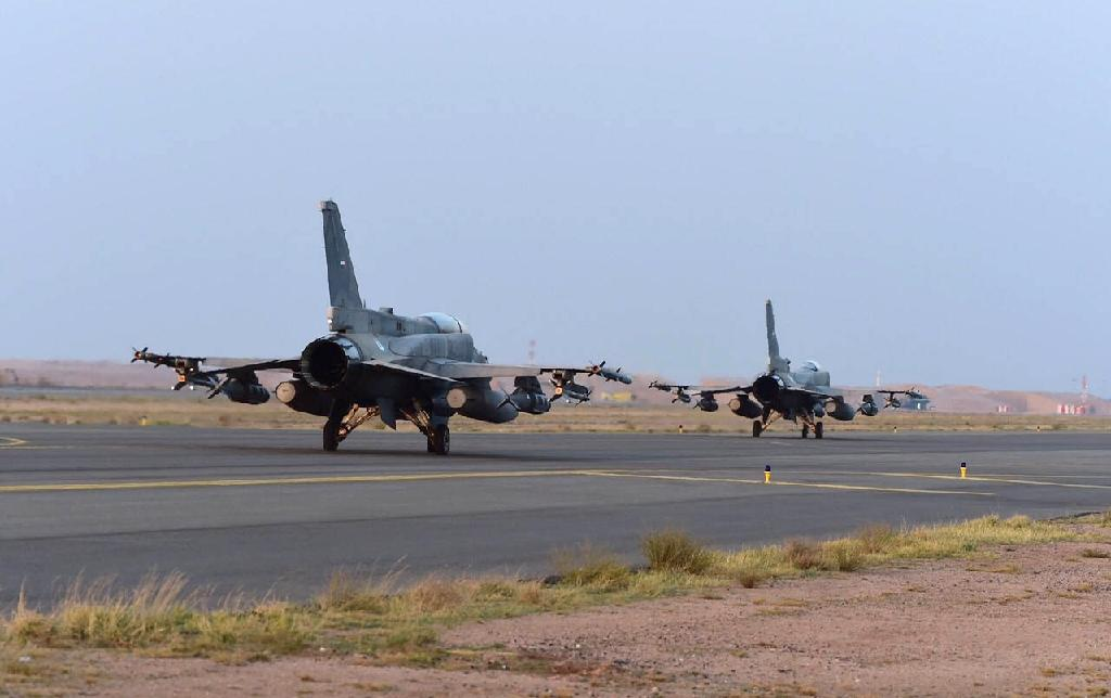 UAE fighter jets on the tarmac of a Saudi air force base after raids against Shiite Huthi rebels in Yemen (AFP Photo/Ho)