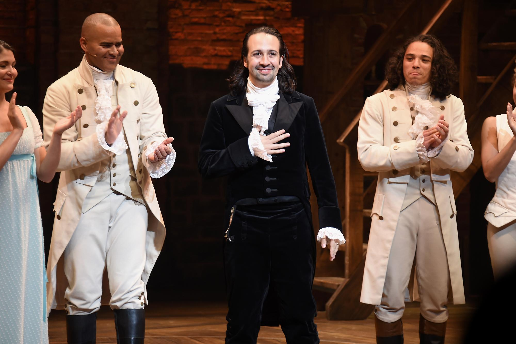 how to win tickets to see lin manuel miranda in hamilton in puerto rico on closing night. Black Bedroom Furniture Sets. Home Design Ideas