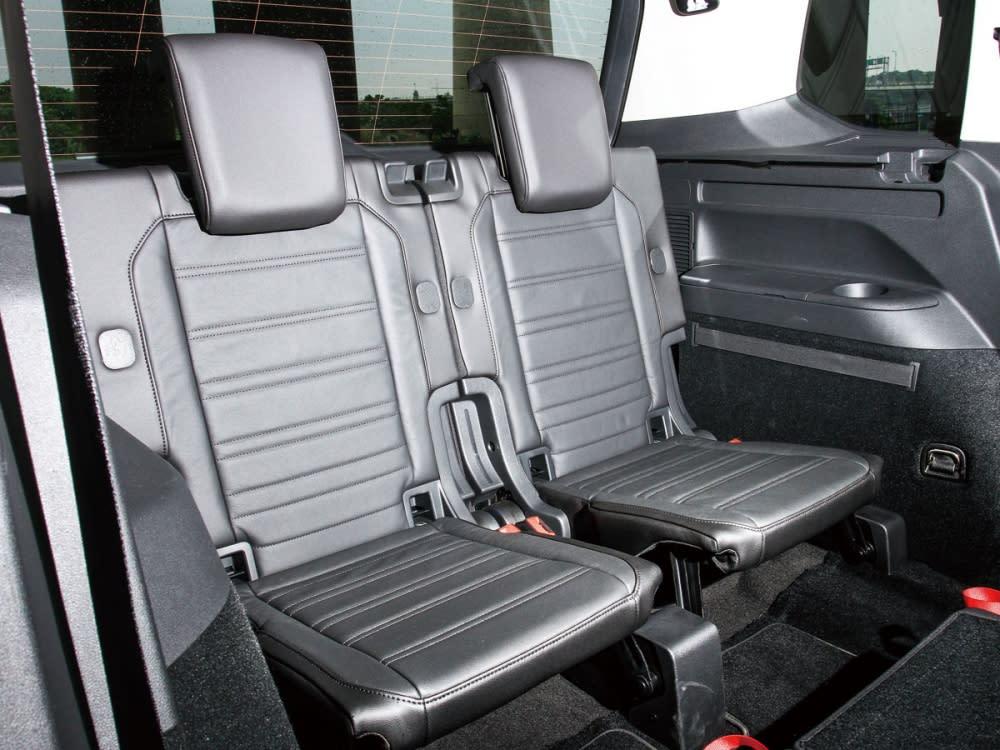 身為7人座MPV的Touran 330 TDI R-Line,在第三排使用高質感的兩人座皮質座椅。