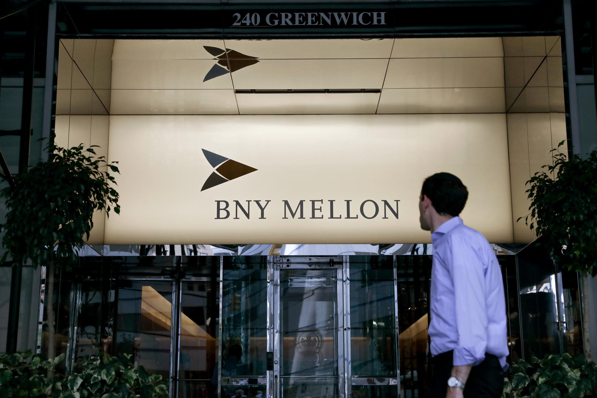 Bank of New York Mellon Tumbles; CEO Warns of Yield-Curve Pain