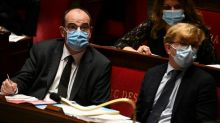 """Âpre débat à l'Assemblée qui se prononce sur """"une période longue et difficile"""""""