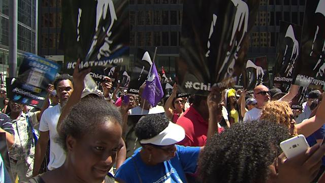 Thousands rally for Trayvon Martin in Chicago