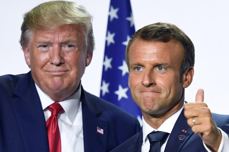 French President Emmanuel Macron and his US counterpart Donald Trump pose for pictures after meeting during the Group of Seven summit in Biarritz, France (AFP Photo/Bertrand GUAY)