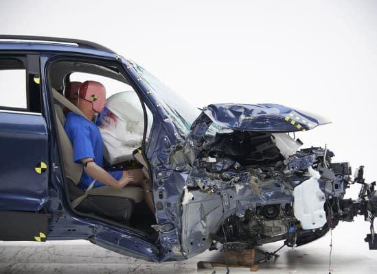 Ford Escape在測試中拿到「Poor」最低評級,當車子遇到側面碰撞時,側面板金會明顯內凹,代表副駕駛座乘客大腿或髖部嚴重受傷機率相當高