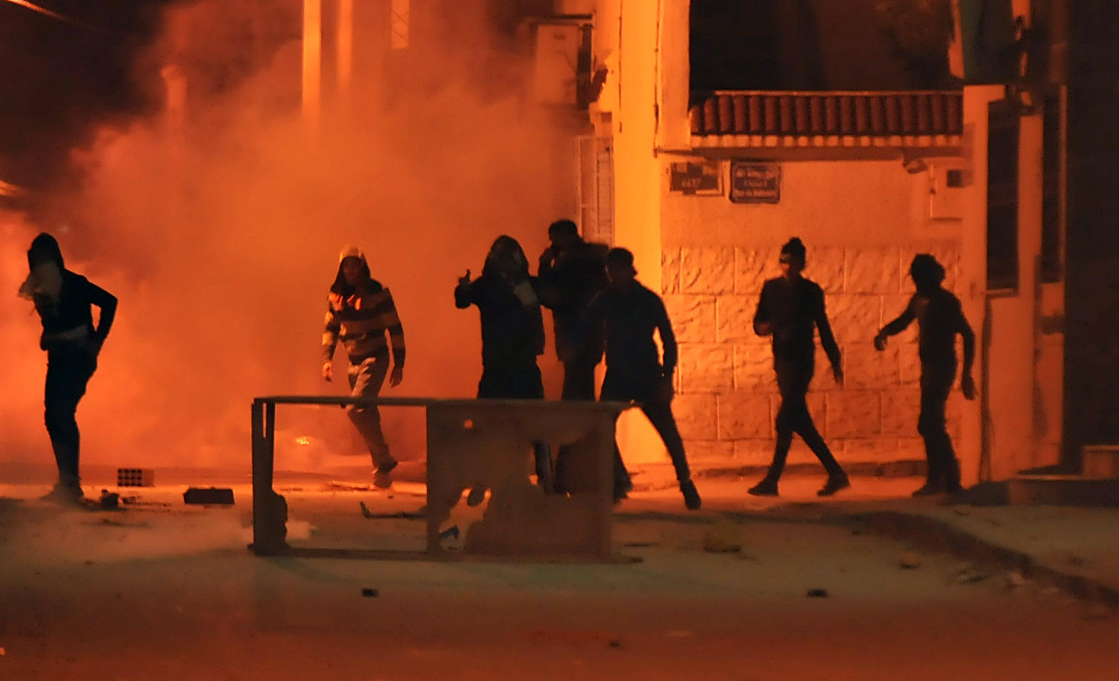 <p>Tunisian protestors throw stones towards security forces in Tunis' Djebel Lahmer district early on Jan.10, 2018 after price hikes ignited protests in the North African country. (Photo: Sofiene Hamdaoui/AFP/Getty Images) </p>