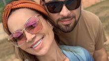 """Solange Almeida posa de biquíni e diz que marido ajudou a se aceitar: """"Eu me cobrava muito"""""""