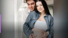 Marcelo Adnet e Patrícia Cardoso posam para ensaio antes do nascimento filha