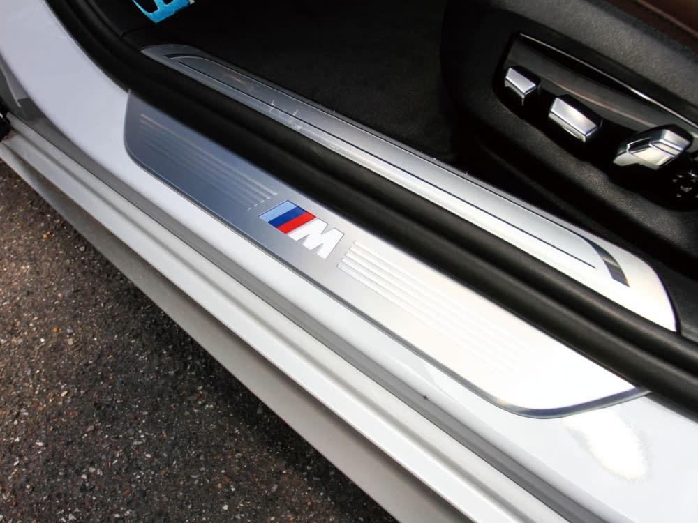 M Sport專屬的金屬車門踏板。