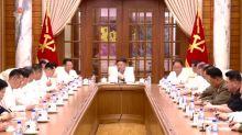 Coreia do Norte divulga imagens de reunião sobre Covid-19