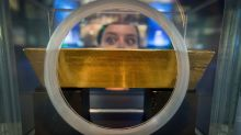 Gold finishes higher to tally a weekly gain of 1%