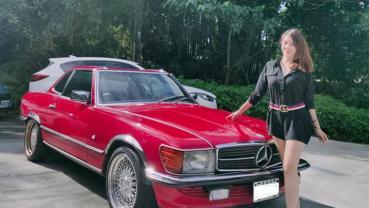 【明星聊愛車】林美貞獨鍾復古老車1988年賓士Mercedes Benz SL300一開20年,曾開車被擦撞對方肇逃 超大膽沿路追車!