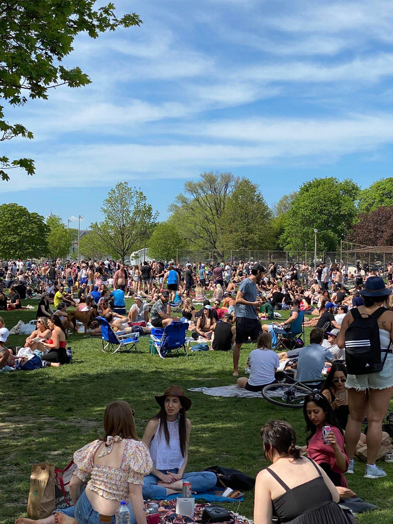 'Dangerous and selfish behaviour': Hundreds gather in Toronto's Trinity Bellwoods despite concerning COVID-19 trends in Ontario