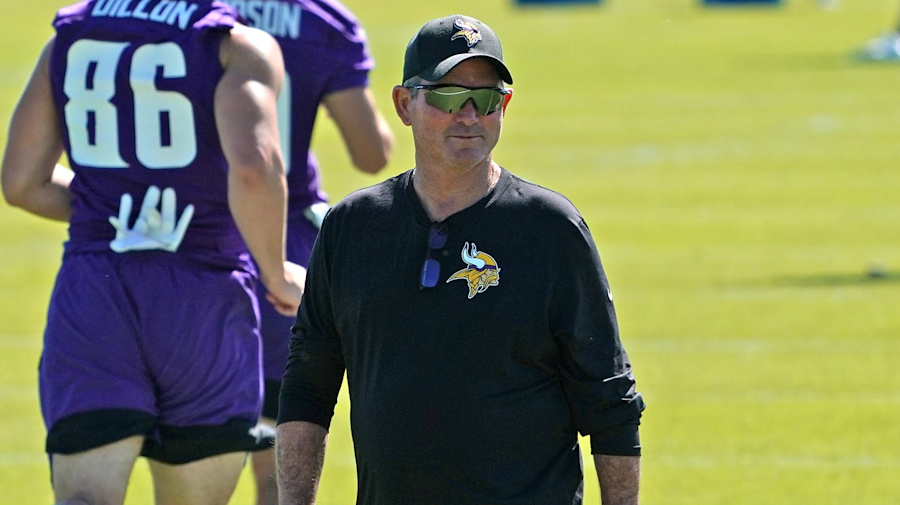 Vikings coach 'frustrated' with unvaxxed QBs