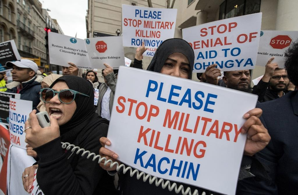 Protesters rallied against Aung San Suu Kyi as she received the honour (AFP Photo/CHRIS J RATCLIFFE)