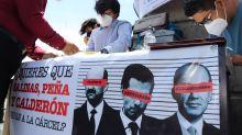 Mexicanos recaban firmas para pedir consulta para enjuiciar a expresidentes
