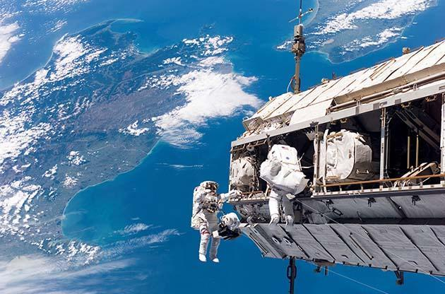 The Real Reason Why Astronauts Are Weightless in Space!