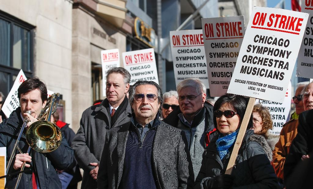 Star conductor Muti lends support to striking Chicago musicians