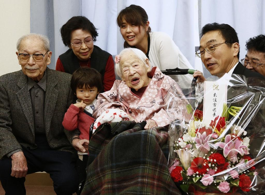 Misao Okawa (C), the world's oldest person, pictured on March 4, 2015 with her family at a nursing home in Osaka (AFP Photo/Jiji Press)
