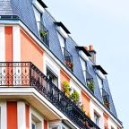 How Does Investing In Canadian Apartment Properties Real Estate Investment Trust (TSE:CAR.UN) Impact Your Portfolio?