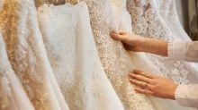 Brautmodengeschäft begeistert mit Schaufensterpuppe im Rollstuhl