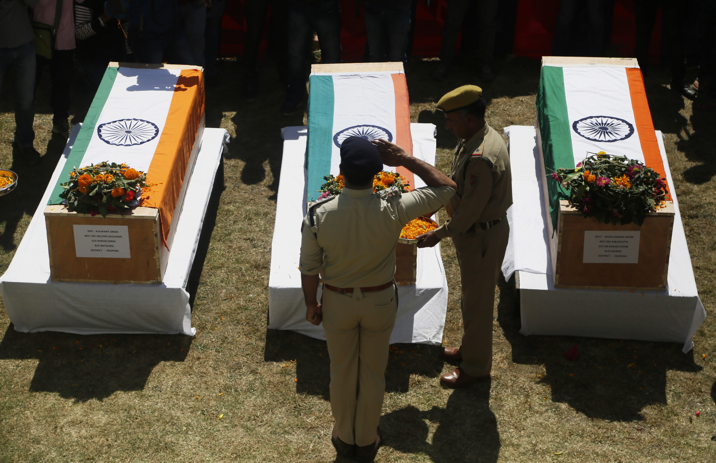 Anti india rebels abduct and kill 3 policemen in kashmir izmirmasajfo