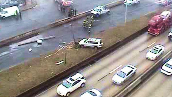 One-vehicle crash slows WB Schuylkill Expressway