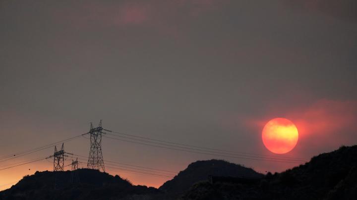 'Dangerous' heat in West raises fire, virus concerns