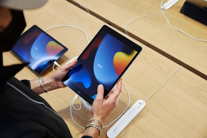 Apple 2021 iPad at store on launch day