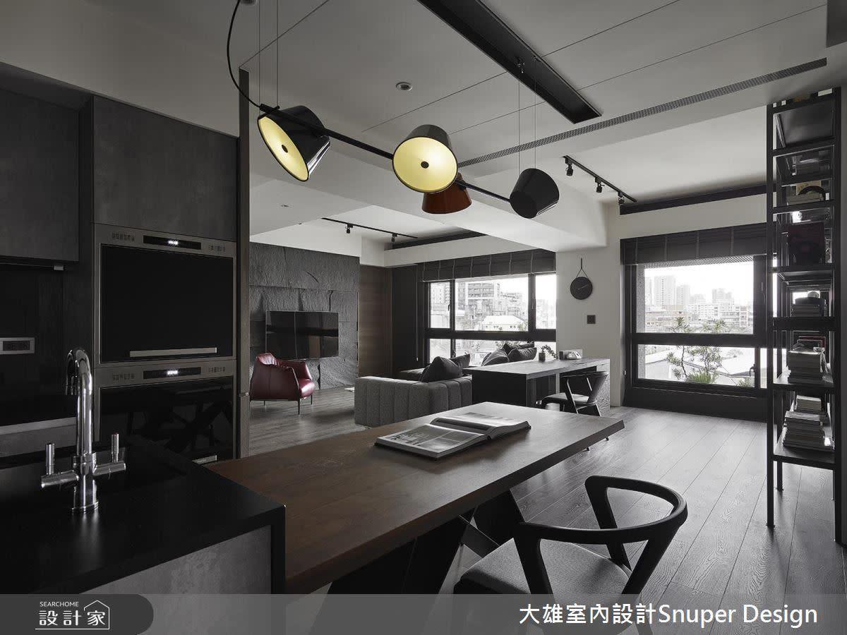 中島與餐桌相連,使用坪效也跟著放大,更富有豐富的彈性。